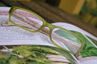 El IVA dEl IVA de las gafas graduadas se mantiene al 10% al consumidor finale las gafas graduadas se mantiene al 10% al consumidor final